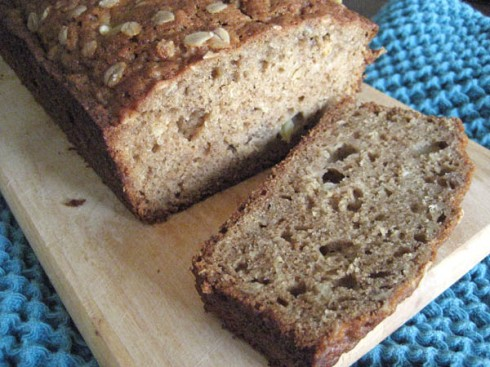 Applesauce Oatmeal Bread | Adventures of a Hungry Redhead
