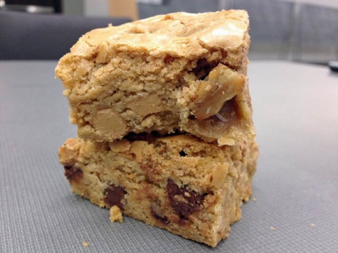 Peanut Butter Chocolate Chip Bars | Adventures of a Hungry Redhead